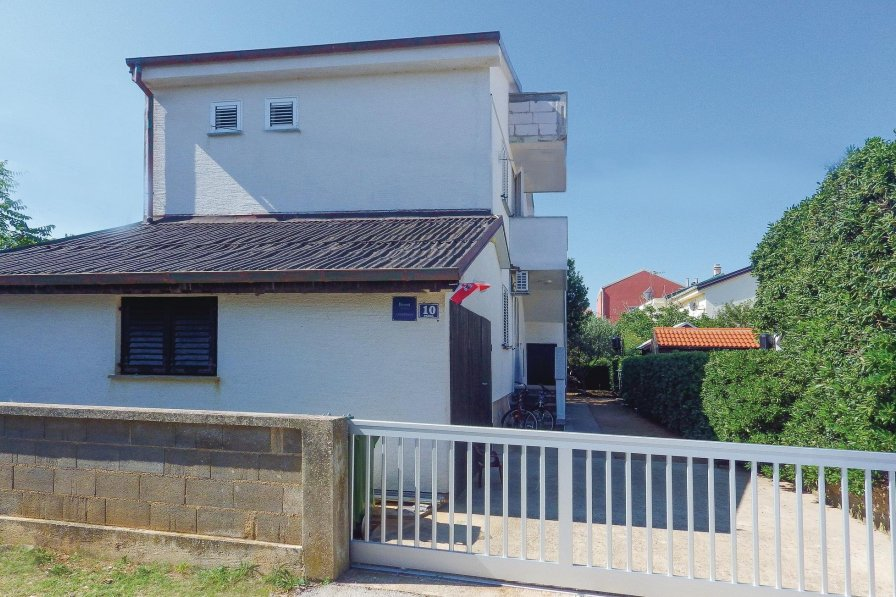 Apartment rental in Povljana