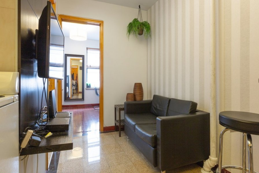 Sunny 2 Bedroom furnished Apartment , Center of Little Italy