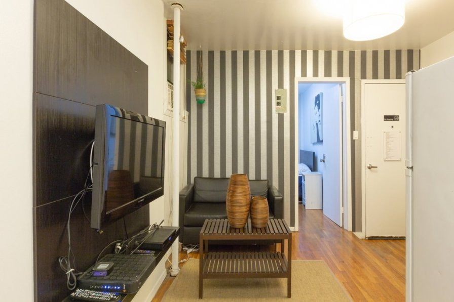 Sunny 2 Bedroom furnished Apartment, Little Italy