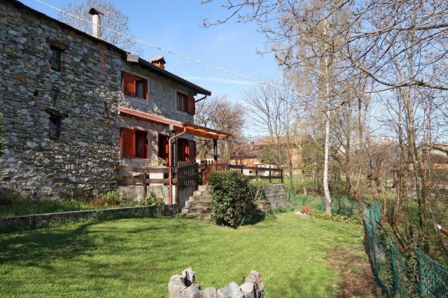 Villa in Italy, Gravedona ed Uniti