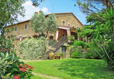 Villa in Capraia e Limite, Italy