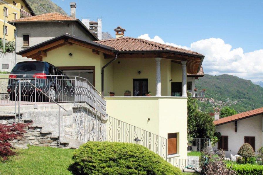 Villa in Italy, Corrido