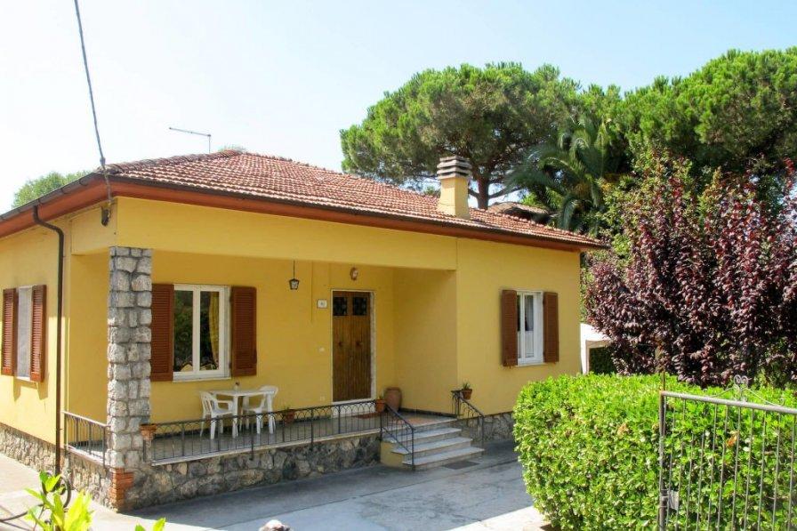 Villa in Italy, Massa
