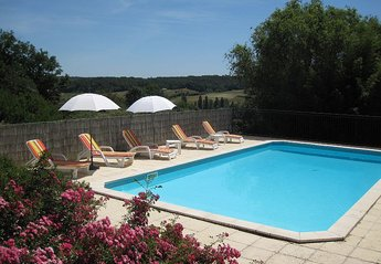 Cottage in France, Marmande: Loungers by the pool