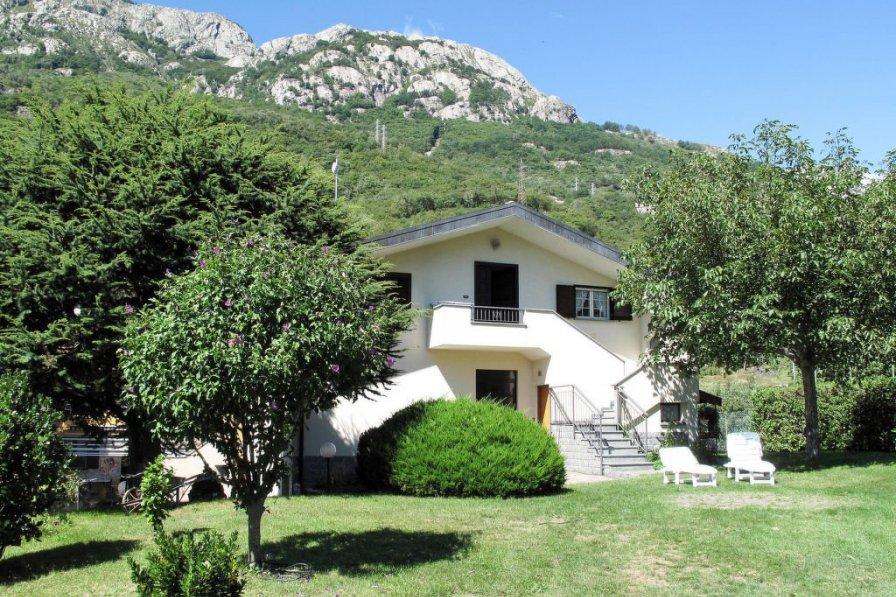 Apartment in Italy, Albonico