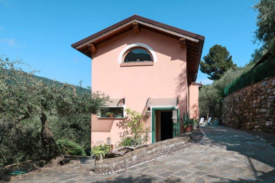 Villa in Italy, Diano Arentino