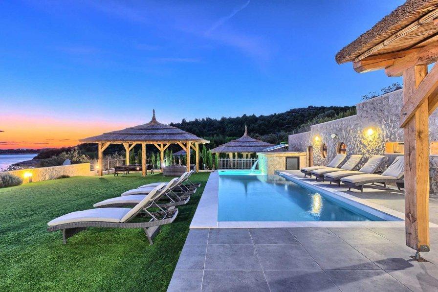 Beachfront Villa New Horizons with Pool