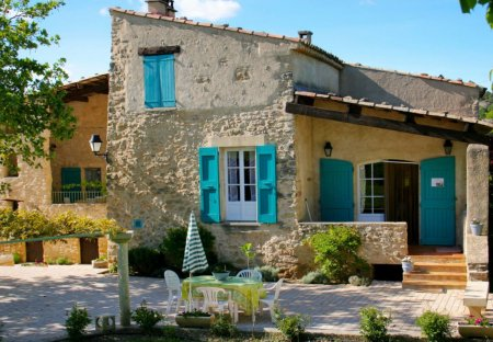 House in Niozelles, the South of France
