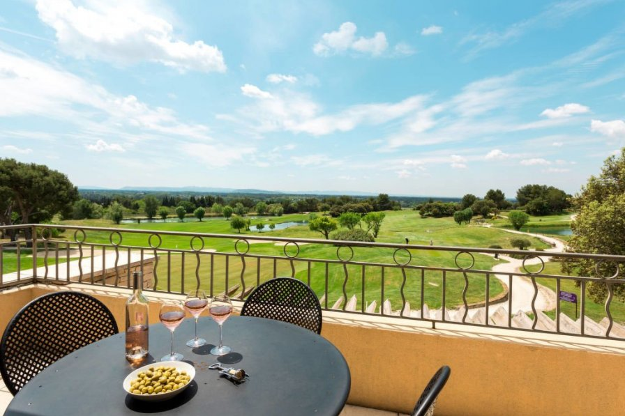 Provence Country Club (LSS203)