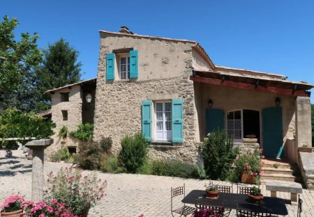 Apartment in Niozelles, the South of France