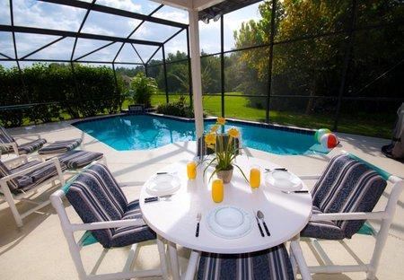 Villa in Buenaventura Lakes, Florida