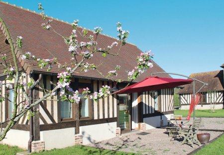 Villa in Notre-Dame-d'Estrées-Corbon, France