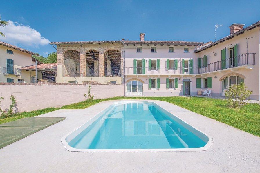 Villa in Italy, Passerano