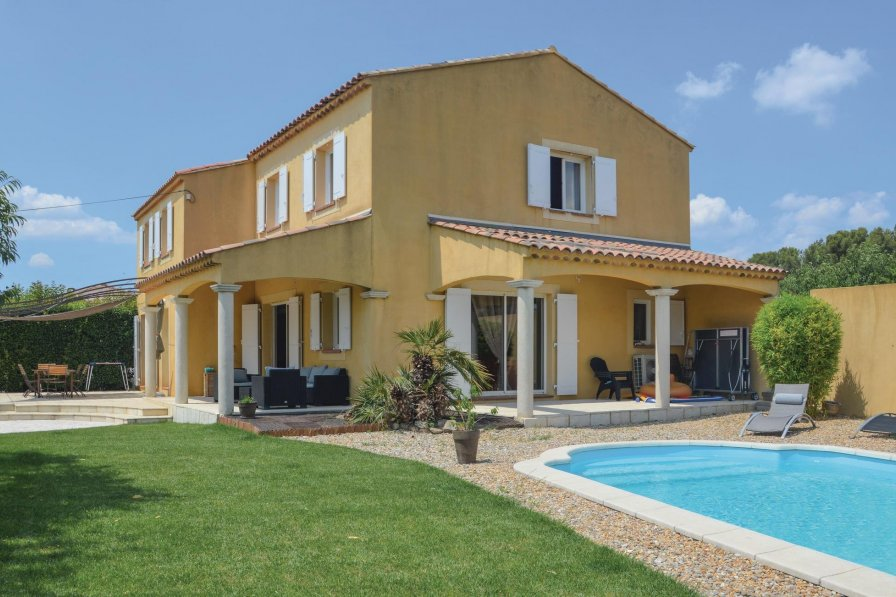 Centre Ville-Peripherie holiday villa rental with swimming pool
