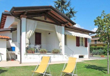 Villa in Ripa-Pozzi-Querceta-Ponterosso, Italy