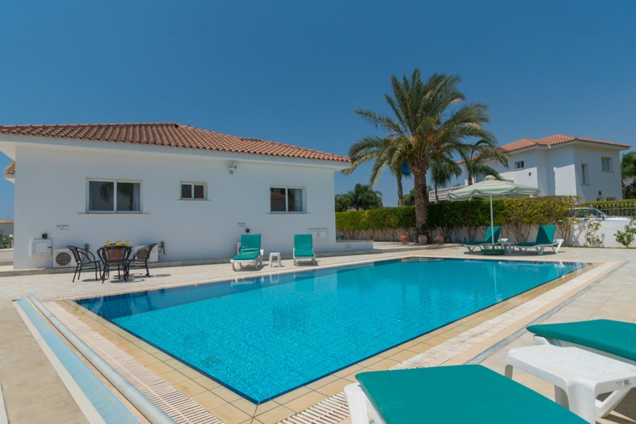 VILLA EFI - 4 Bed bungalow, private pool in Idyllic Ayia Thekla