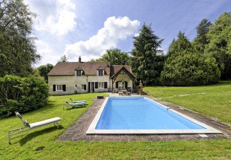 Villa in Dampierre-sous-Bouhy, France: SECOND HOME RENT - Maison Ecrevisse - Saint Amand en Puisay..