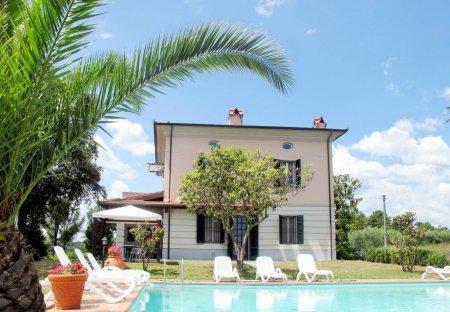 Villa in Altopascio, Italy