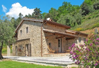 5 bedroom Villa for rent in Pescaglia