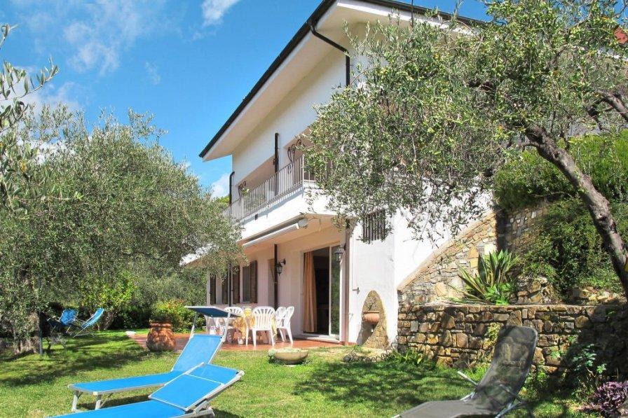 Villa in Italy, Monade Santa Lucia