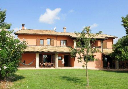 Villa in Città Sant'Angelo, Italy