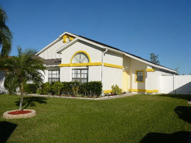 Villa in USA, Buenaventura Lakes: Front of property