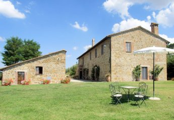 4 bedroom Apartment for rent in Pienza