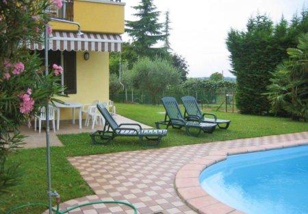 Apartment in Colà, Italy