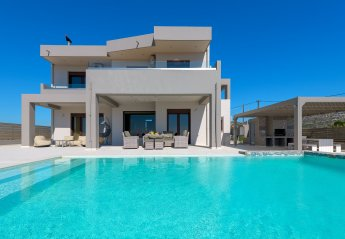 4 bedroom Villa for rent in Afandou