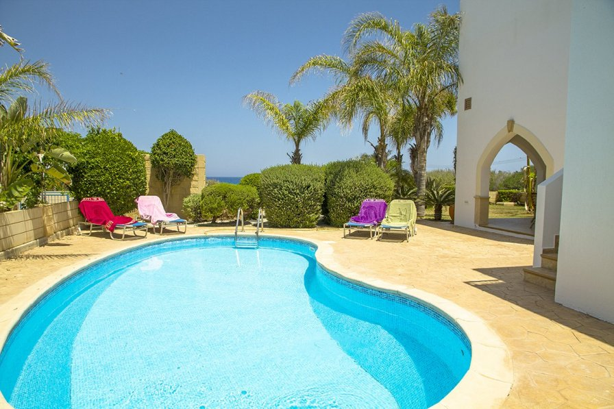 Villa Elena 2 - 4 bedroom villa, stunning sea views. WIFI, Pool