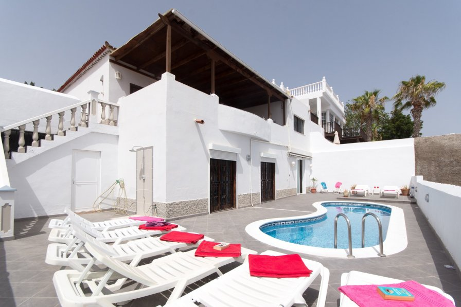 Villa Reggie- 4 bed Villa in Callao Salvaje with Air Conditioning