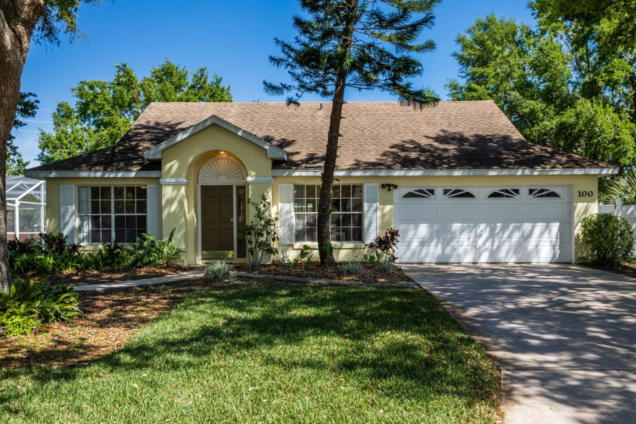 3 Bedroom 2 Bathroom Vacation home minutes away from the Parks