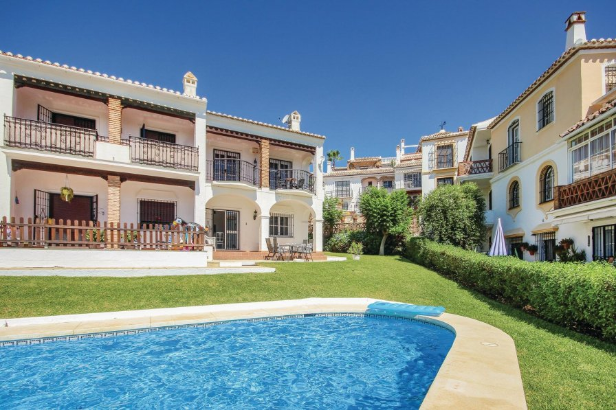 Villa with shared pool in Mijas Golf