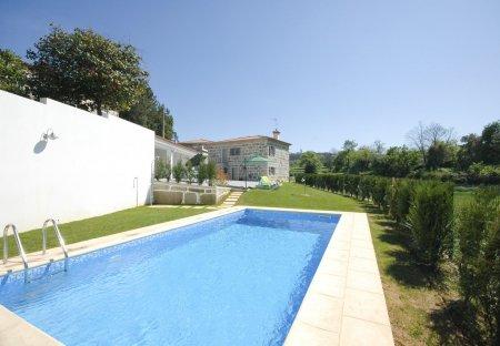 Villa in Lousas, Portugal