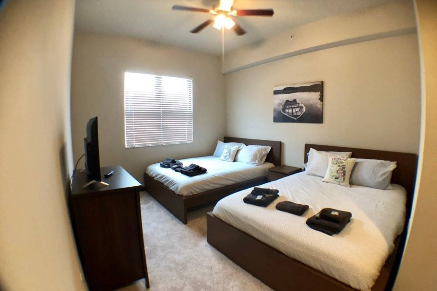 Best Location! 2 Bedroom APT + Resort Amenities