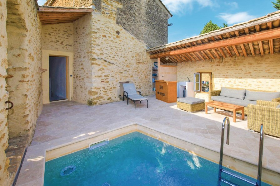 Villa to rent in Bouchet