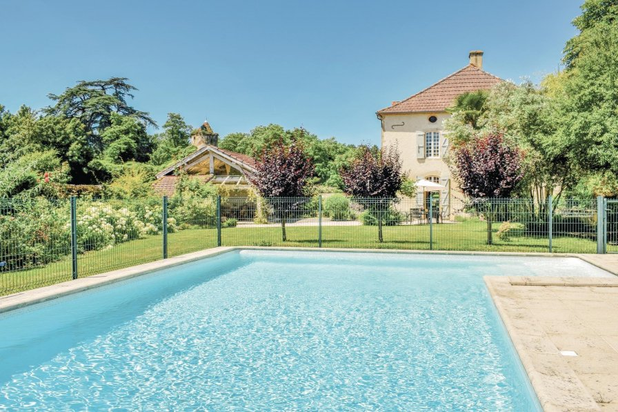 Holiday villa in Labatut-Rivière with private pool