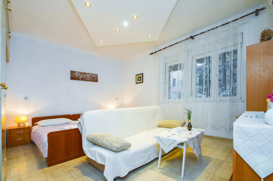 Split holiday apartment rental