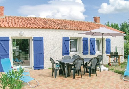 Villa in Saint-Urbain, France