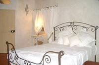 Studio_apartment in France, Flayosc: Large double bed 2m x 1.6m