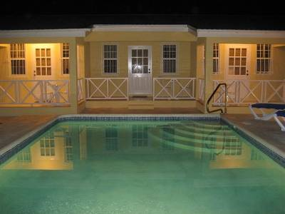 Apartment in Barbados, Maxwell: Pool at night