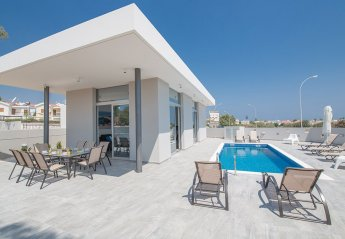 5 bedroom Villa for rent in Central Protaras