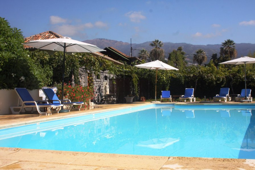 Cottage to rent in s o martinho madeira with swimming Cottages with swimming pools to rent
