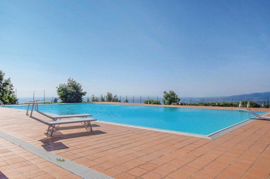 Villa in Italy, Stalettì