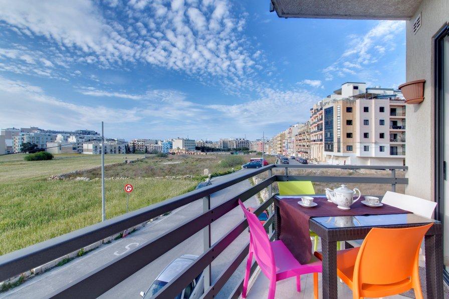 Modern Apt overlooking Green Area