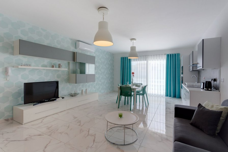 Marvellous 2 Bedroom Apartment by the Sea