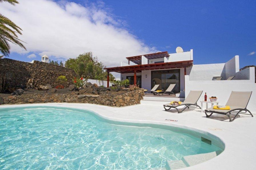 Villa in Spain, Tías: www.ronn-ballantyne.com