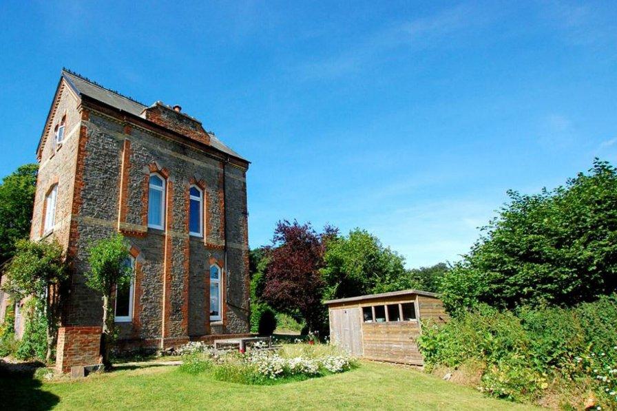 House in United Kingdom, Battle