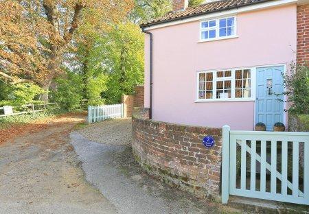Cottage in Shottisham, England