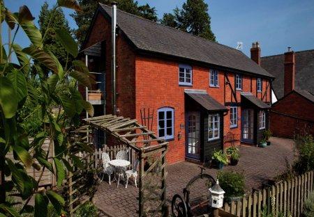 House in Kinnersley, England